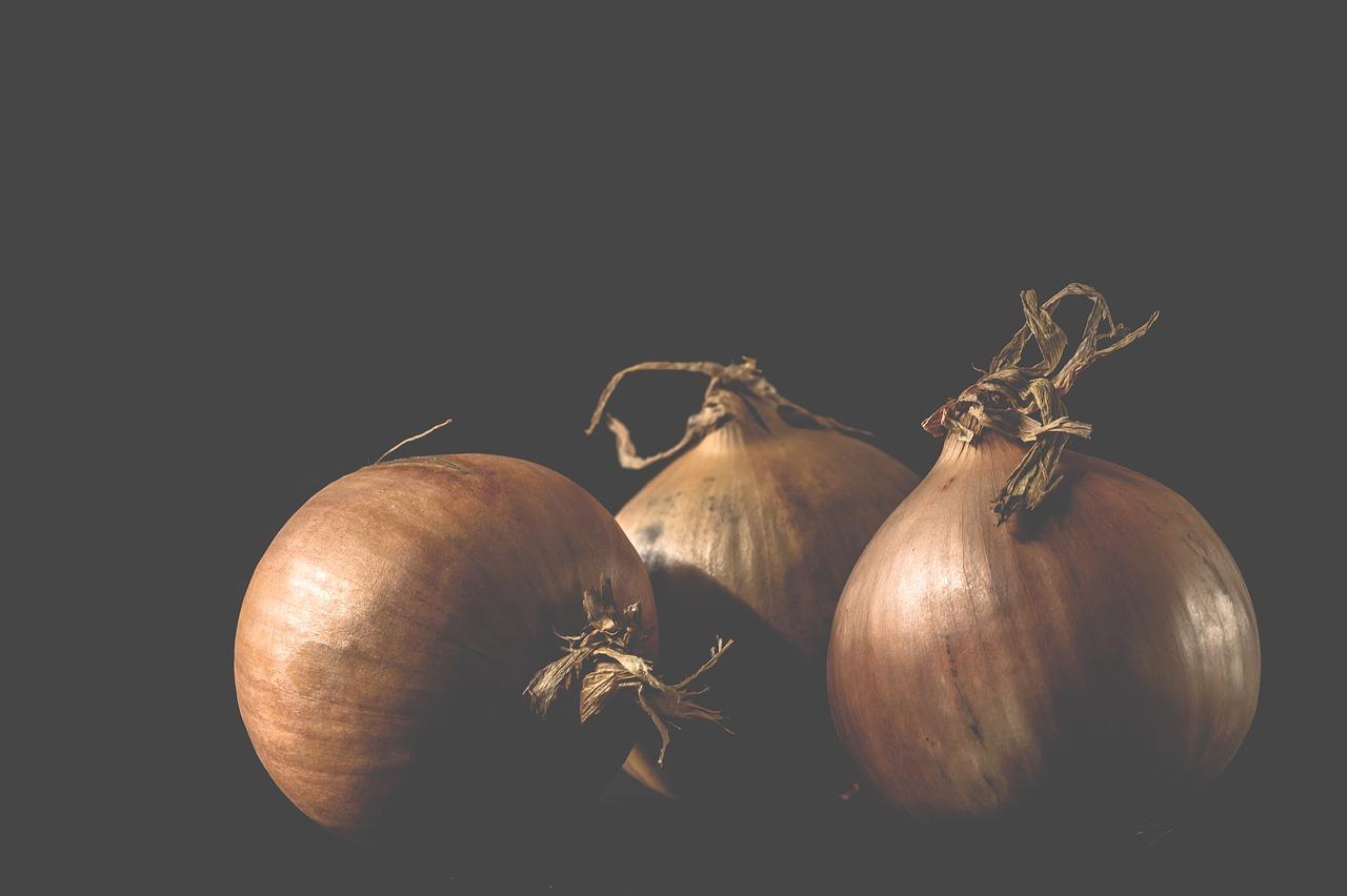 【玉ねぎを食べ過ぎ】影響は?気持ち悪い・腹痛・下痢・体臭…。どのくらいの量が適正?