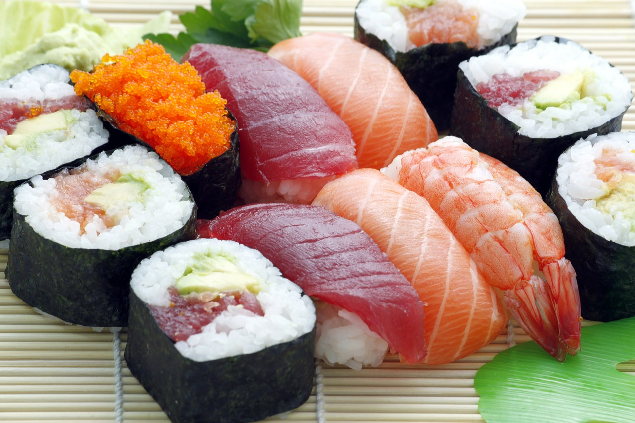 【授乳中に寿司は大丈夫?】赤ちゃんへの影響・いくら&ワサビも食べていい?