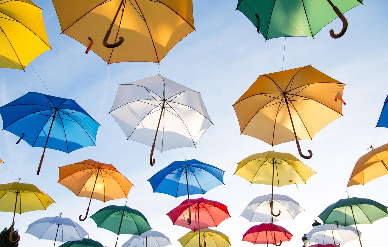 【雨傘の紫外線(UV)防止】日傘のようなuvカット効果はある?雨傘を日傘にする方法も!