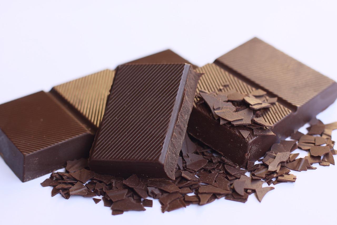 【授乳中のチョコレートはOK?】やめられない!食べ過ぎても赤ちゃんに影響はある?