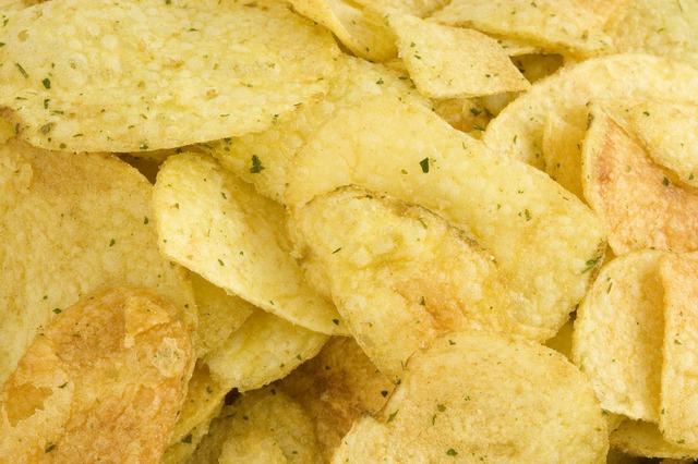 【ポテトチップスの食べ過ぎ】どんな影響がある!?気持ち悪い・腹痛・頭痛。適正量も紹介!